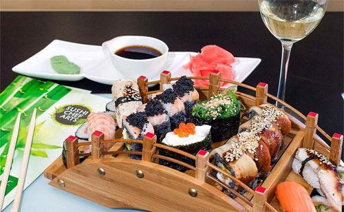 Суши - популярный и полезный фастфуд