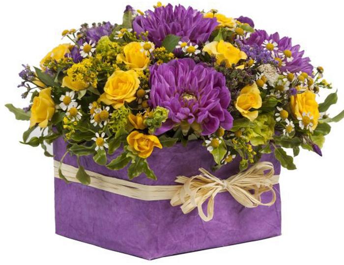 Цветы в подарок: современные тенденции и особенности создания букетов