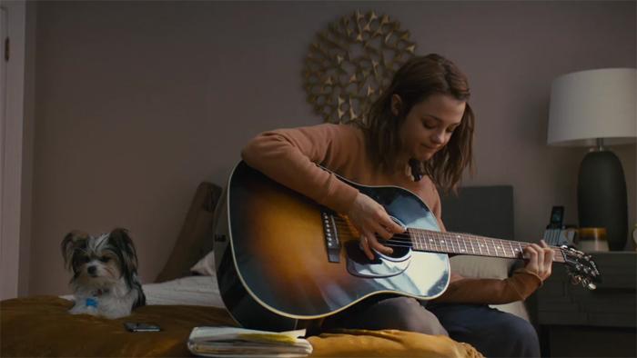 Для роли СиДжей актрисе Кэтрин Прескотт пришлось учиться играть на гитаре