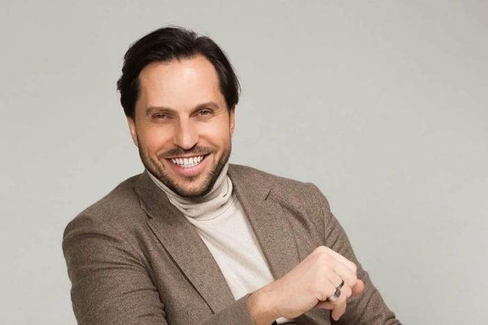 Александр Ревва - актер, певец и участник телепроектов